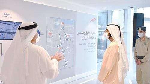 محمد بن راشد يستمع لشرح حول المشاريع من مطر الطاير وعبدالله المري