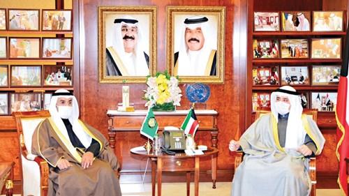 وزير الخارجية الكويتي خلال استقباله الحجرف (من المصدر)