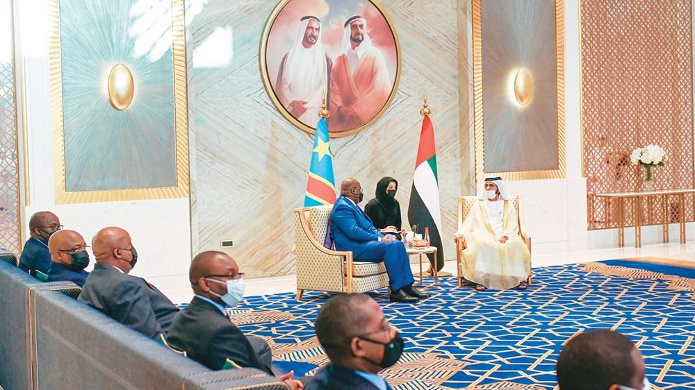 محمد بن راشد ورئيس الكونغو خلال المباحثات بحضور ريم الهاشمي والوفد الكونغولي