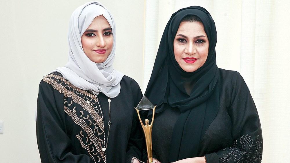 والدة وفاء البلوشي رفيقتها في النجاح والتميز