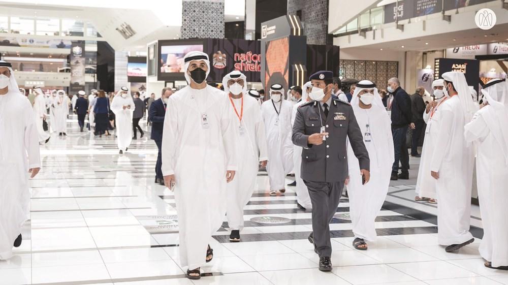 خالد بن محمد بن زايد خلال الجولة يرافقه فارس خلف المزروعي