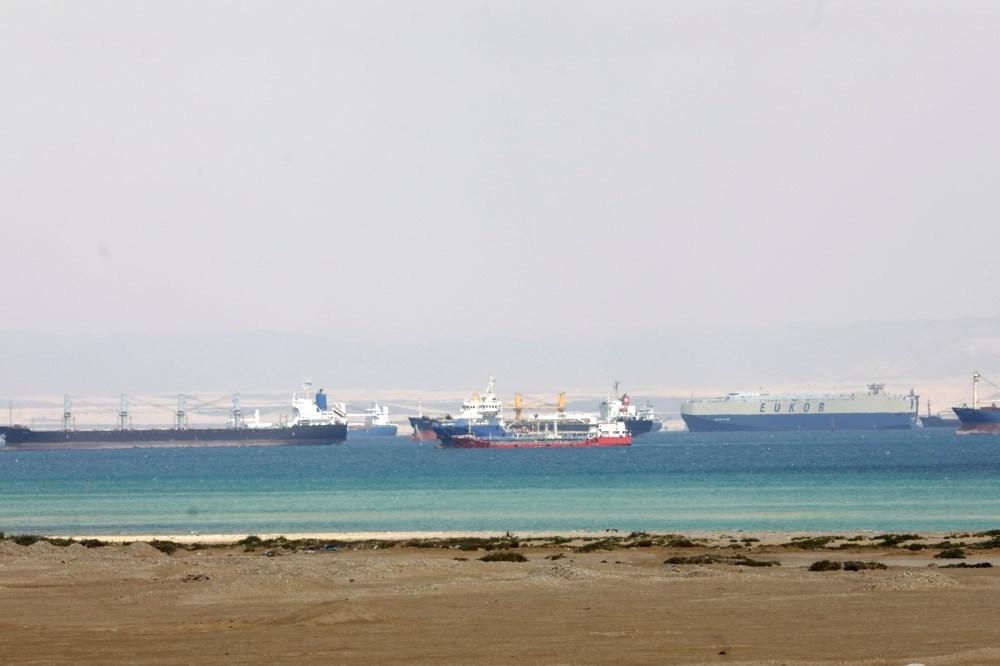 الولايات المتحدة تعرض المساعدة لتعويم السفينة الجانحة في قناة السويس
