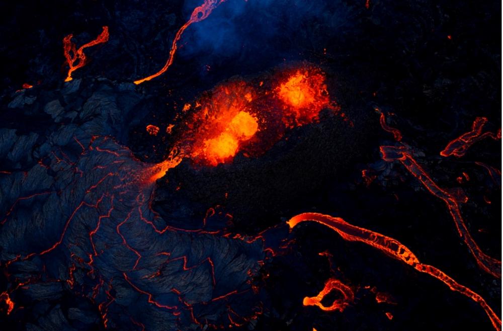 رماد كثيف يغطي جزيرة سانت فنسنت بعد انفجار البركان