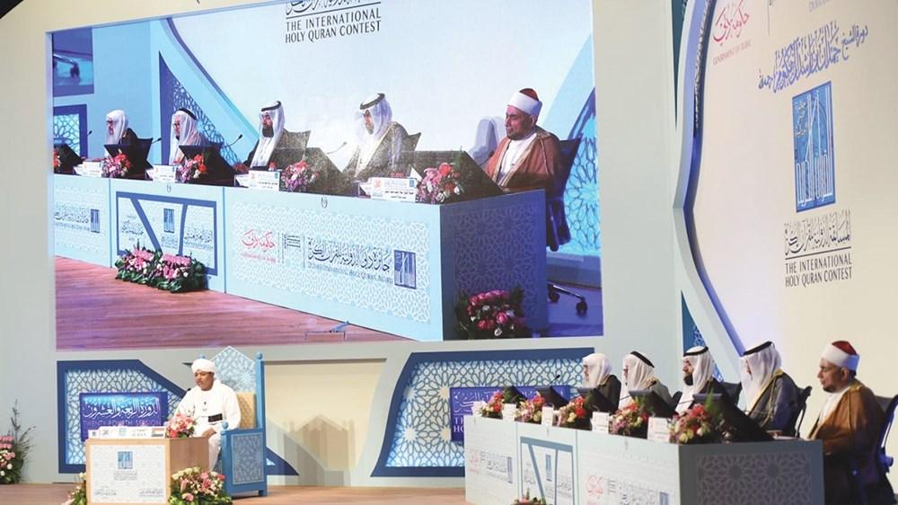 المتسابق السوداني يؤدي الاختبارات أمام لجنة التحكيم الدولية (من المصدر)