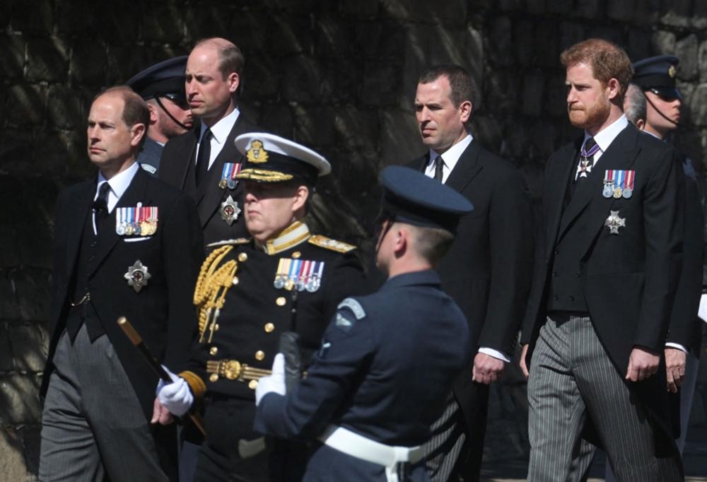 هاري وويليام يجريان حديثاً بعد جنازة الأمير فيليب