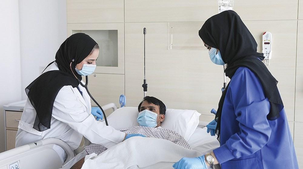 خلال أداء عملها في متابعة حالة أحد المرضى